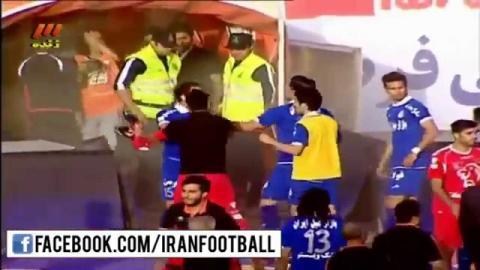 درگیری بازیکنان پرسپولیس و استقلال پس از سوت پایان بازی